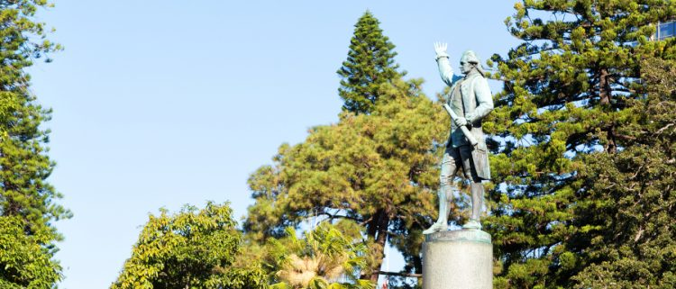 statue commemorating the Captain James Cook voyages