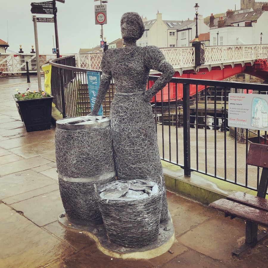 Fishwife wire statue in Whitby