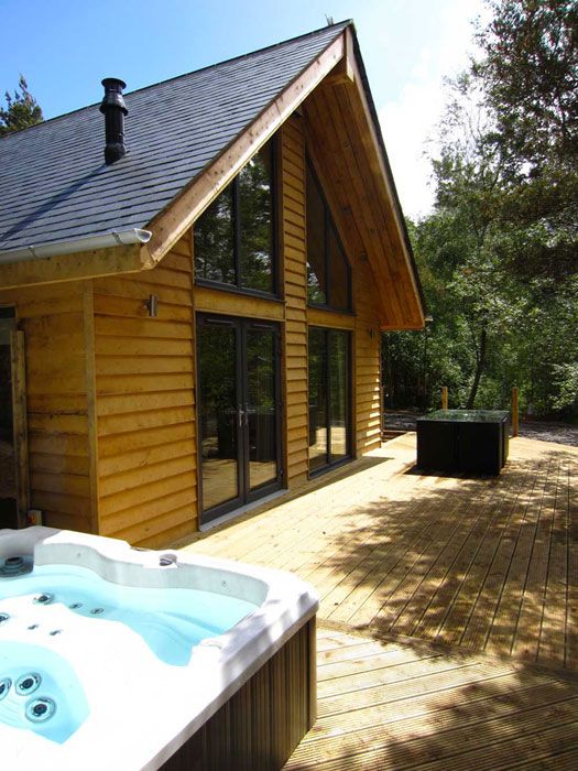 The deck and hot tub of one of the lodges at Ladycross Planation Caravan & Lodge Park