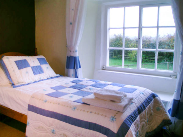 A single bedrrom with garden views at Farsyde Farm Cottages
