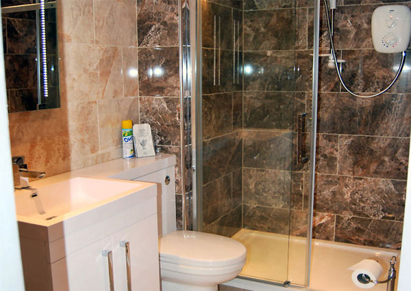 The spacious en suite bathrooms at Bramblewick Guesthouse, Whitby