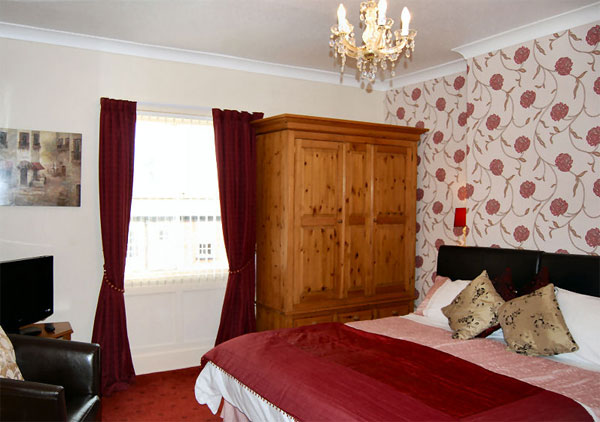 The spacious twin/super king bedroom at Bramblewick Guesthouse, Whitby