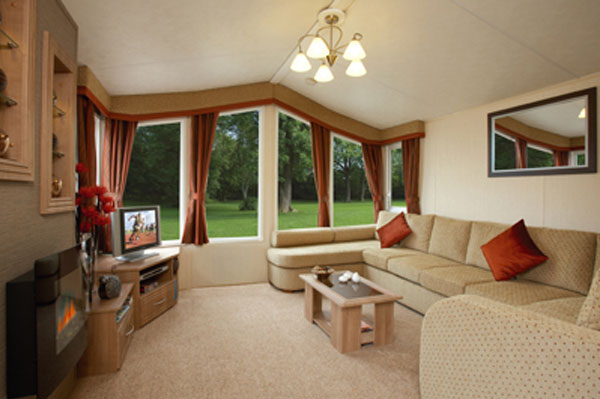 A spacious lounge at The Flask Inn Holiday Park