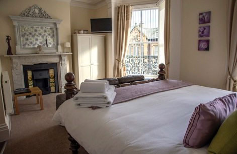 A spacious light and airy double bedroom at High Tor Guest House, Whitby