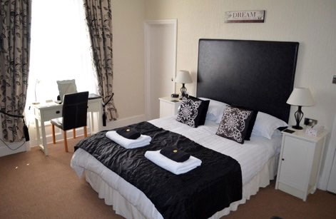 A splendid double bedroom at High Tor Guest House, Whitby