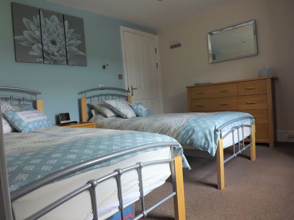 The light & airy twin bedroom at the Penthouse, Whitby