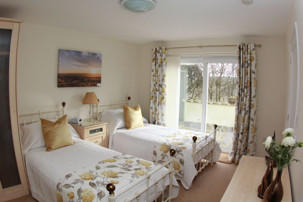 The spacious twin bedroom in Lemon Cottage, Whitby
