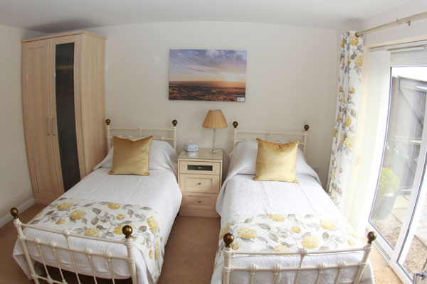 The twin bedroom in Lemon Cottage, Whitby