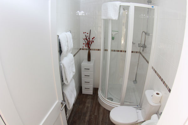 The modern shower room at Lemon Cottage, Whitby