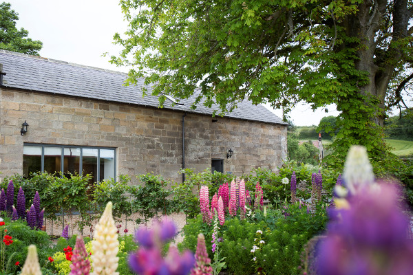 exterior of Chestnut Barn holiday cottage